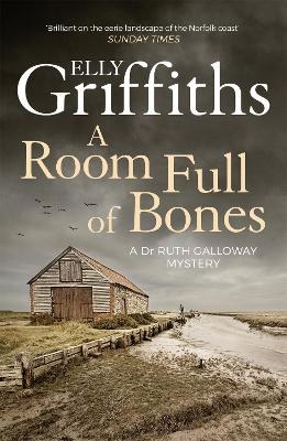 A Room Full of Bones: The Dr Ruth Galloway Mysteries 4 - Griffiths, Elly