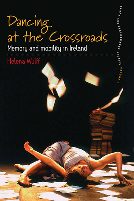 Dancing at the Crossroads: Memory and Mobility in Ireland - Wulff, Helena