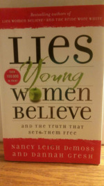 Lies That Young Women Believe: And the Truth that Sets them Free