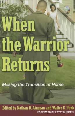 When the Warrior Returns: Making the Transition at Home - Ainspan, Nathan D (Editor), and Penk, Walter E, Ph.D. (Editor), and Shinseki, Patty (Foreword by)