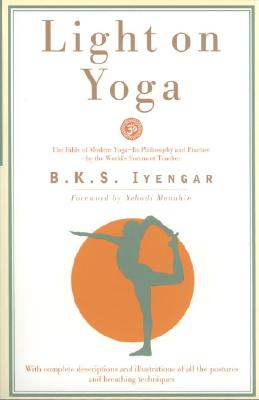 Light on Yoga: Yoga Dipika - Iyengar, B K S, and Menuhin, Yeudi (Foreword by)