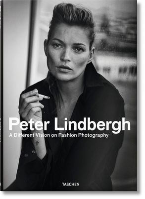 Peter Lindbergh. A Different Vision on Fashion Photography - Loriot, Thierry-Maxime, and Lindbergh, Peter (Photographer)