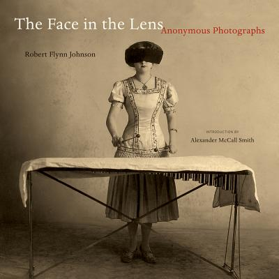 The Face in the Lens: Anonymous Photographs - Johnson, Robert Flynn, and Smith, Alexander McCall (Introduction by)